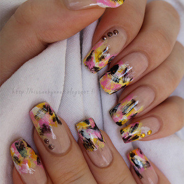 Whirlwind of colours nail art by Yue