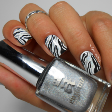nail art black and white, zebre nail art by melyne nailart