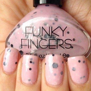 Funky Fingers Berried treasure Swatch by Xochilt