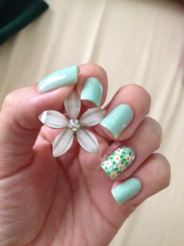 Flowers  nail art by Xochilt