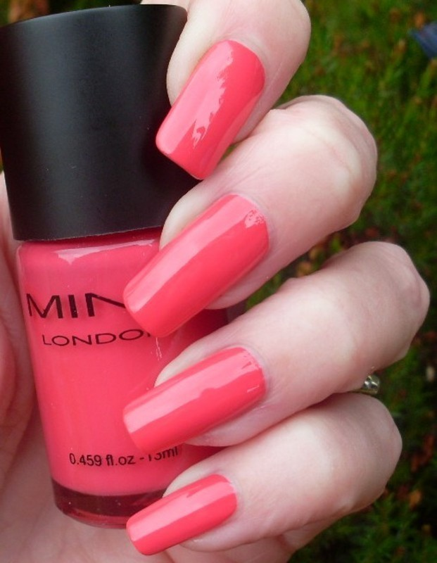 Mint London Da Boss Swatch by Tracey - Bite no more - Nailpolis ...