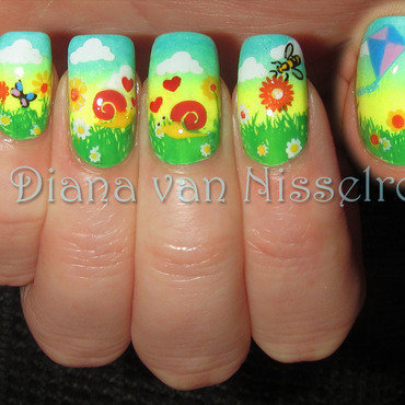 """Let me tell you 'bout the birds and the bees....."" nail art by Diana van Nisselroy"