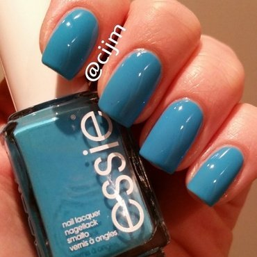 Essie I'm Addicted Swatch by cijm