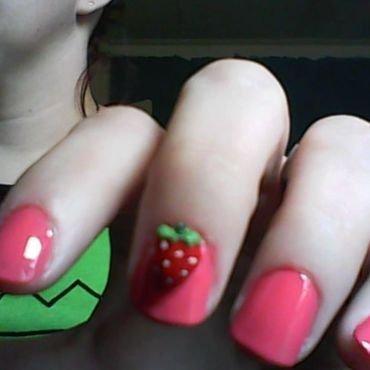 Sweet Strawberry nail art by Jess Hannan