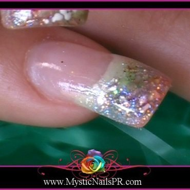 Summer Seashell by Jennifer Perez  nail art by Jennifer Perez ♥ Mystic Nails