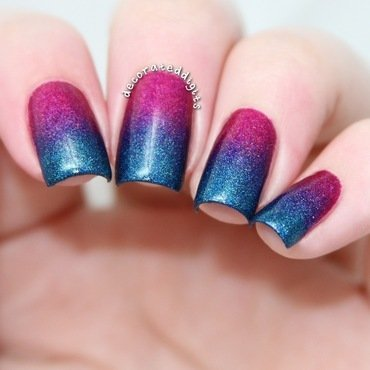 Holo gradient nail art by Jordan