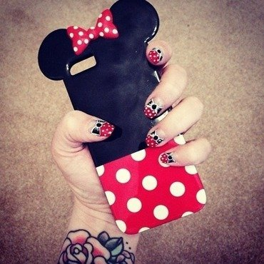 Minnie Mouse Bow nail art by Natasha Brinn