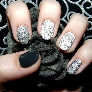 Grey flowers nail art by Paulina Domoradzka