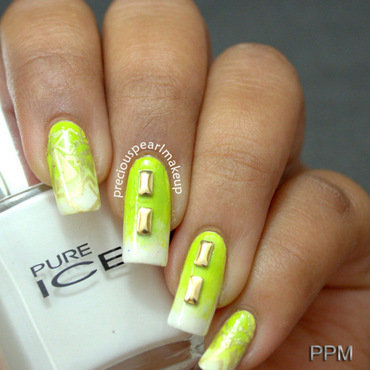 Green and White Gradient Nails nail art by Pearl P.