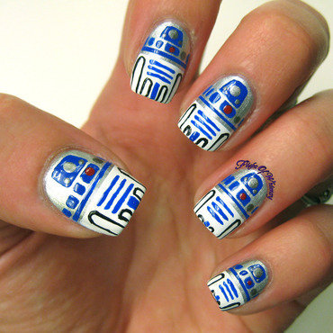 R2D2 nail art by Flight of Whimsy