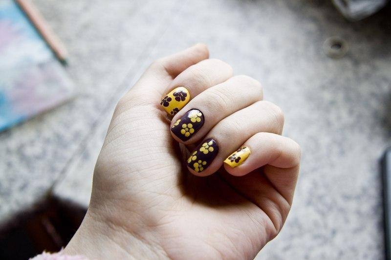flowers nail art by Anna Sharova