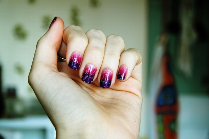 gradient nail art by Anna Sharova