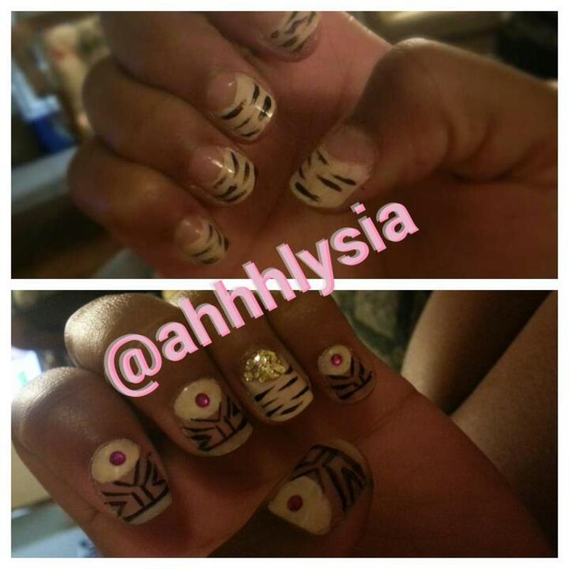 nude&negative nail art by Ahhhhlysia