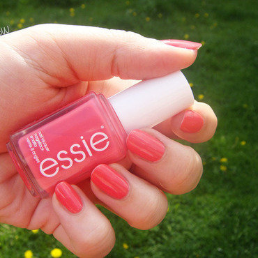 Essie 73 cute as a button Swatch by Zosia