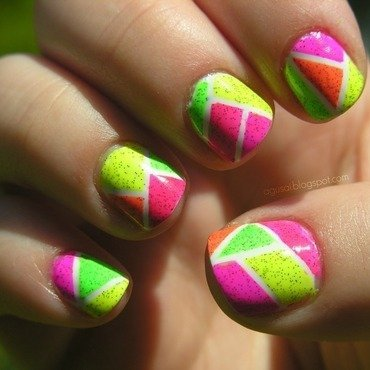 Geometric mani nail art by Agni