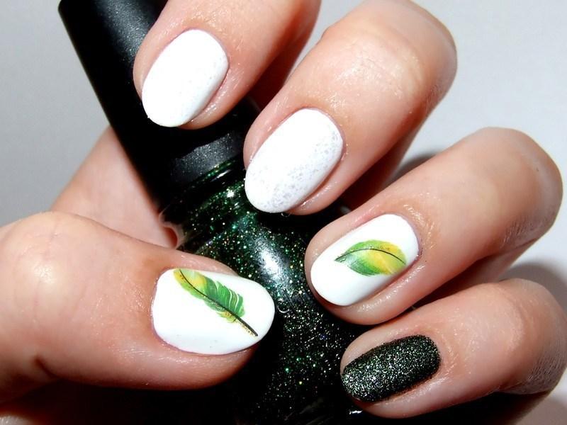 Green feathers nail art by Paulina Domoradzka