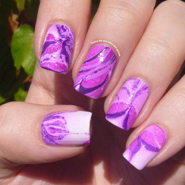 Radiant Orchid water marble nail art by Maria