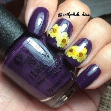 Flowers nail art by Marilyn
