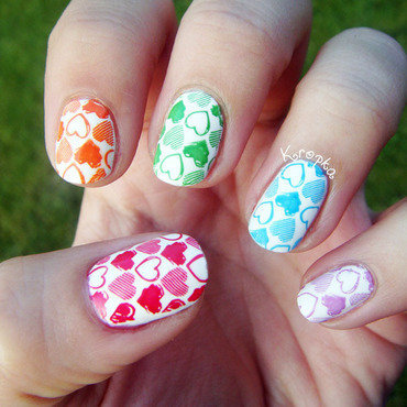 Cute rainbow nail art by Zosia