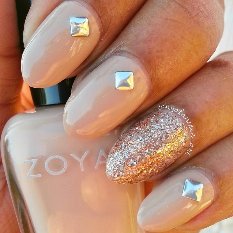 Zoya Taylor and Nabi Gold Round Glitter Swatch by Tonya