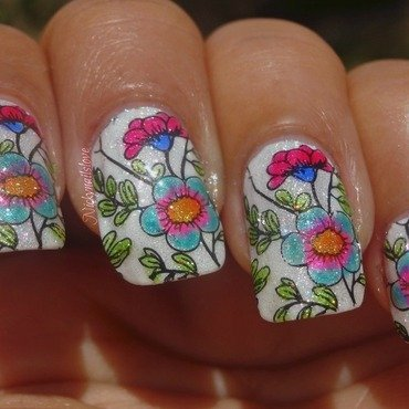 Flowers nail art by Nicky
