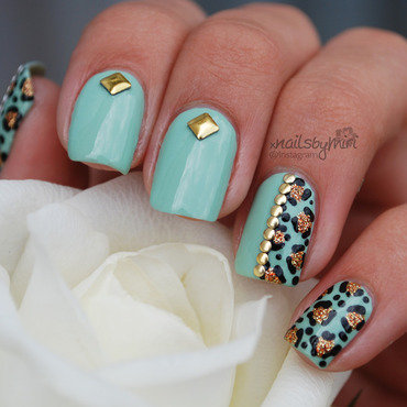 Mint nails with gold leopardprint nail art by xNailsByMiri