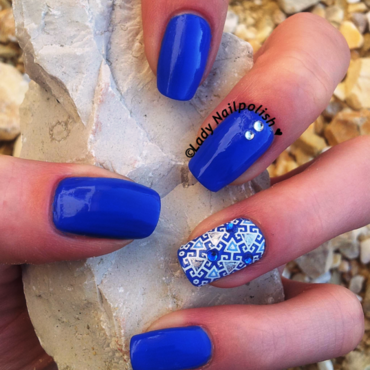 Blue Ornament nail art by Lady Nailpolish Nathalie