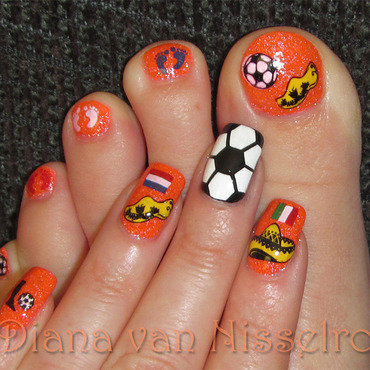 World Cup The Netherlands - Mexico (mani/pedi) nail art by Diana van Nisselroy