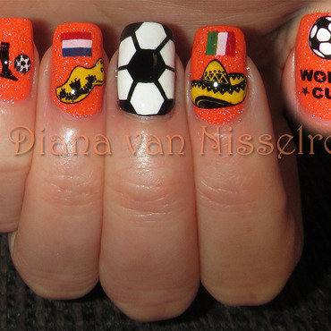 World Cup tonight: The Netherlands - Mexico  nail art by Diana van Nisselroy