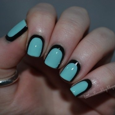 Outlined Nails nail art by Kimberley