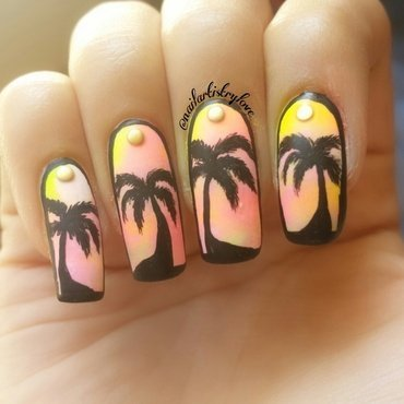 Gradient Palm Trees nail art by Julia