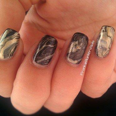 Black, Gold, Holo Watermarble nail art by Franziska FrankieHuntersNails