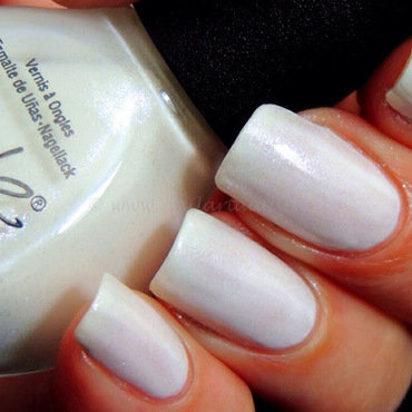 Nicole by OPI It's all about the glam Swatch by Viv