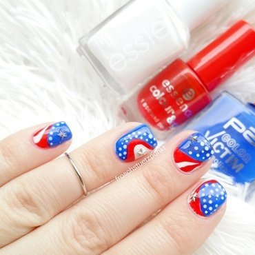 4th of July  nail art by froschstuetzpunkt