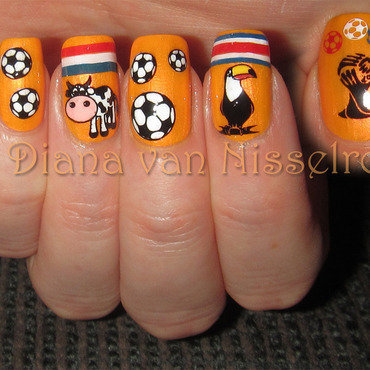 World Cup: The Netherlands - Costa Rica nail art by Diana van Nisselroy