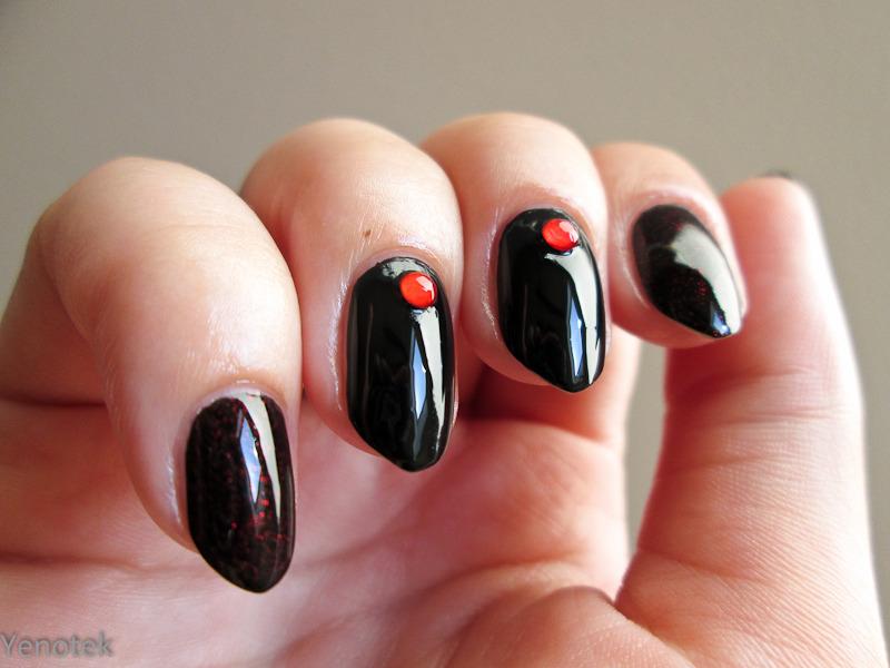 Black&red nail art by Yenotek