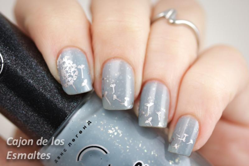 Silver dandelion - Moyou London plate pro 04 collection nail art by Cajon de los esmaltes
