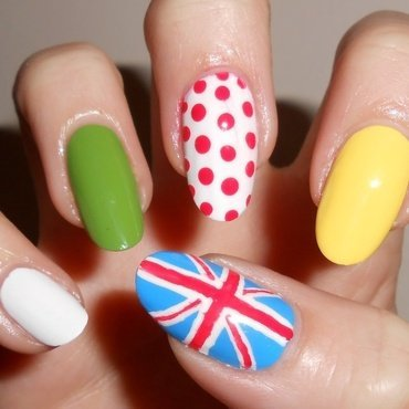 Tour de France nail art by MyMintNails