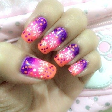 Gradient flowers and dots nail art by Hera