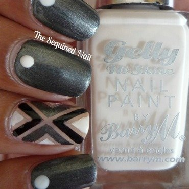 Geometric accent nail 3 thumb370f