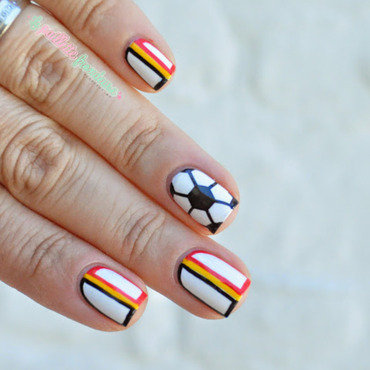 Belgian patriotic soccer nails nail art by nathalie lapaillettefrondeuse