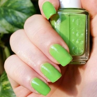 Essie Vices Versa Swatch by nailicious_1