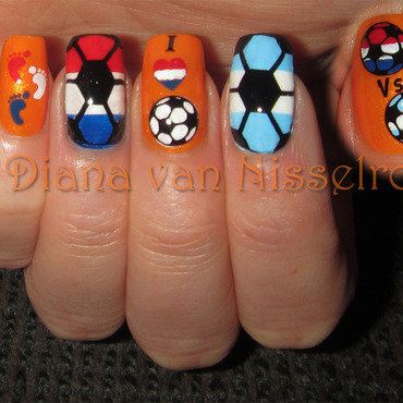 World Cup: The Netherlands - Argentina nail art by Diana van Nisselroy