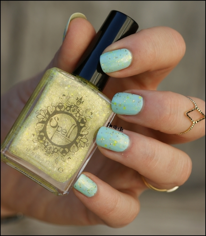 blue and yellow nail art by Pmabelle