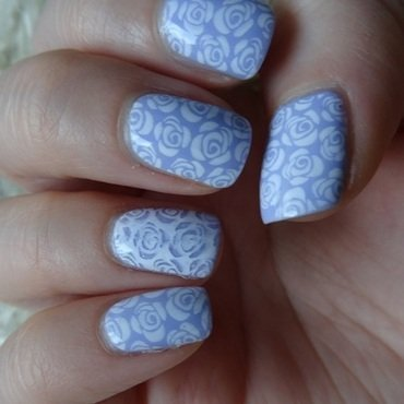 Roses are white. nail art by Lumi