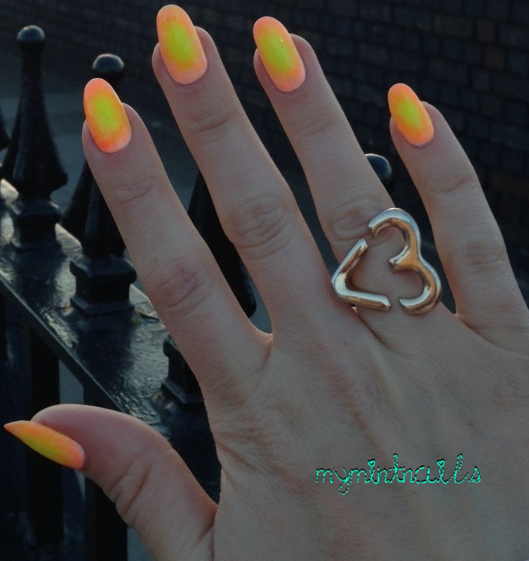 Neon Circle Gradient nail art by MyMintNails