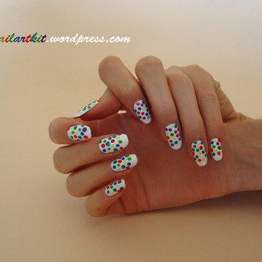 DOTTING MANIA nail art by Alina