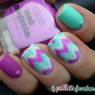 tie and dye chevron nail art by nathalie lapaillettefrondeuse