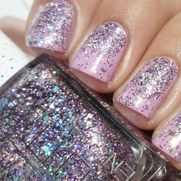 Sparkle Gradient nail art by Romana