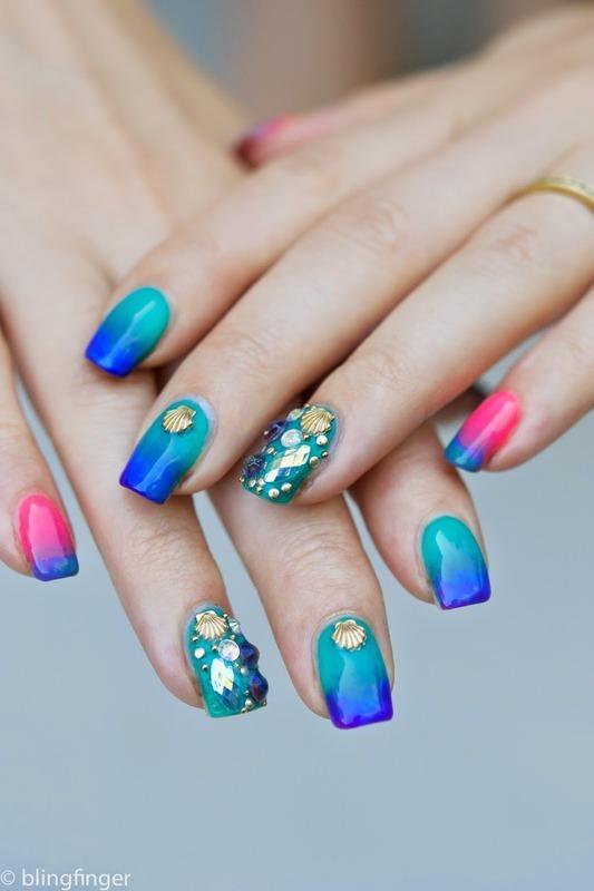 Holiday Nails nail art by  Petra  - Blingfinger